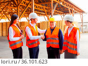 Group of builders and engineers greeting their senior colleague with... Стоковое фото, фотограф Zoonar.com/Oksana Shufrych / easy Fotostock / Фотобанк Лори
