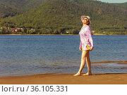 beautiful mature woman on a small sandy island of the Volga river. Стоковое фото, фотограф Акиньшин Владимир / Фотобанк Лори