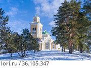 Зимний пейзаж с самой большой деревянной церквью Финляндии. Керимяки Финляндия (2018 год). Стоковое фото, фотограф Виктор Карасев / Фотобанк Лори