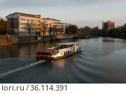 """""""Poland, Wroclaw - Empty excursion boat on the river Oder"""" (2018 год). Редакционное фото, агентство Caro Photoagency / Фотобанк Лори"""