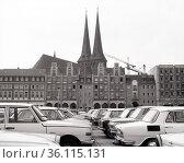 """Berlin, GDR, view from Spandauer Strasse to the Nikolai quarter with the Nikolai church"" (1985 год). Редакционное фото, агентство Caro Photoagency / Фотобанк Лори"