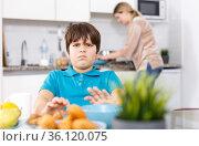 Displeased boy refusing to eat. Стоковое фото, фотограф Яков Филимонов / Фотобанк Лори