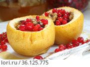 Яблоки фаршированные орехами,медом и красной смородиной на белом фоне. Стоковое фото, фотограф Марина Володько / Фотобанк Лори