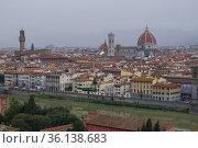 Вид на исторический центр Флоренции туманным сентябрьским утром. Италия (2017 год). Стоковое фото, фотограф Виктор Карасев / Фотобанк Лори