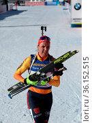 Fix und fertig nach dem Einzelrennen: Denise Herrmann (WSC Erzgebirge... Стоковое фото, фотограф Zoonar.com/Joachim Hahne / age Fotostock / Фотобанк Лори