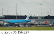 KLM Fokker approaching landing (2017 год). Редакционное видео, видеограф Игорь Жоров / Фотобанк Лори