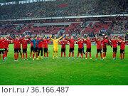 Die Spieler des SC Freiburg bedanken sich bei den Fans für die Unterstützung... Стоковое фото, фотограф Zoonar.com/Joachim Hahne / age Fotostock / Фотобанк Лори