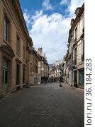 Дижон, Франция. Вид одной из улиц в исторической части города (2017 год). Редакционное фото, фотограф Rokhin Valery / Фотобанк Лори