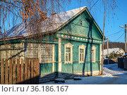 Московская область, Руза, красивый старинный деревенский дом. Редакционное фото, фотограф glokaya_kuzdra / Фотобанк Лори