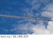 Diese kühn angelegte Hängebrücke südlich von Reutte führt über die... Стоковое фото, фотограф Zoonar.com/Eder Christa / easy Fotostock / Фотобанк Лори