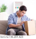 Man receiving empty parcel with stolen goods. Стоковое фото, фотограф Elnur / Фотобанк Лори