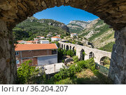 View of the aqueduct in Stari Bar (2019 год). Стоковое фото, фотограф Юлия Белоусова / Фотобанк Лори
