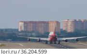 Jumbo Jet Rossiya at Moscow airport. Редакционное видео, видеограф Игорь Жоров / Фотобанк Лори