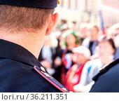 Samara, Russia - May 5, 2018: Russian police officer against the crowd... Стоковое фото, фотограф Zoonar.com/Alexander Blinov / easy Fotostock / Фотобанк Лори