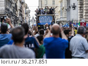 Players of Italy celebrate with fans in Rome, Italy, July 12, 2021... Редакционное фото, фотограф Francesco Fotia / age Fotostock / Фотобанк Лори