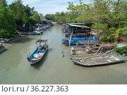 George Town, Penang/Malaysia - Feb 18 2017: A boat arrive Teluk Bahang... Стоковое фото, фотограф Yew Tiam Seong / easy Fotostock / Фотобанк Лори