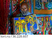 Orthodoxer Priester der Felsenkirche Mikael Mellehayzengi zeigt das... Стоковое фото, фотограф Zoonar.com/Georg / age Fotostock / Фотобанк Лори