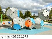 Original Playground for children in park at Karamzininkatu. Helsinki, Suomi (2019 год). Редакционное фото, фотограф Валерия Попова / Фотобанк Лори