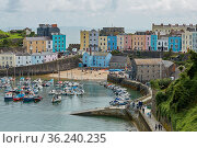 TENBY, WALES, UK - AUGUST 13, 2017: The harbour and Castle at Tenby... Стоковое фото, фотограф Zoonar.com/Jiri Vondrous / age Fotostock / Фотобанк Лори
