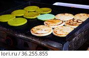 Colombian corn flour cake Arepas. Стоковое фото, фотограф Яков Филимонов / Фотобанк Лори