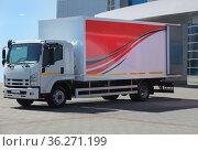 Truck loading at the office building. Стоковое фото, фотограф Юрий Бизгаймер / Фотобанк Лори
