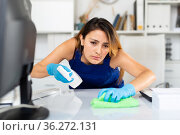 Woman cleaning desk in office. Стоковое фото, фотограф Яков Филимонов / Фотобанк Лори