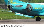 Bek Air brakes after landing. Редакционная анимация, видеограф Игорь Жоров / Фотобанк Лори