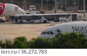 Phuket airport traffic, aircraft departures. Редакционная анимация, видеограф Игорь Жоров / Фотобанк Лори