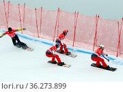 Rasante Fahrt durch die Steilwandkurven beim FIS Weltcup Snowboard... Стоковое фото, фотограф Zoonar.com/Joachim Hahne / age Fotostock / Фотобанк Лори
