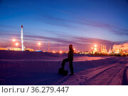 Oil worker in a oilfield. Pump jack and engineer on a winter sunset... Стоковое фото, фотограф Zoonar.com/BASHTA / easy Fotostock / Фотобанк Лори