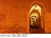 Archway in Tallinn Town Hall at Night in Raekoja Square, Estonia. Стоковое фото, фотограф Zoonar.com/Andrey Omelyanchuk / easy Fotostock / Фотобанк Лори