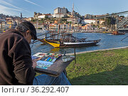 Maler vor den Portweinbooten auf dem Rio Douro, Porto, Portugal, ... Стоковое фото, фотограф Zoonar.com/Stefan Ernst / age Fotostock / Фотобанк Лори