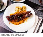 Pork ribs with BBQ sauce and sweet potato. Стоковое фото, фотограф Яков Филимонов / Фотобанк Лори