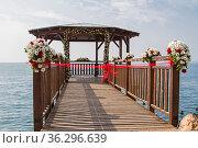 Der blumengeschmückte Pavillion am Gardasee wartet auf das Brautpaar. Стоковое фото, фотограф Zoonar.com/Eder Christa / easy Fotostock / Фотобанк Лори