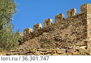 Historische Burgmauer mit Zinnen in Faro. Стоковое фото, фотограф Zoonar.com/Atlantismedia / easy Fotostock / Фотобанк Лори