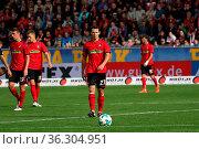Nicolas Höfler (Freiburg) , mit Ball, 1. BL: 17-18 - 7. Spieltag - ... Стоковое фото, фотограф Zoonar.com/Joachim Hahne / age Fotostock / Фотобанк Лори