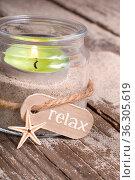 Windlicht am Strand mit Schriftzug relax. Стоковое фото, фотограф Zoonar.com/Petra Schüller / easy Fotostock / Фотобанк Лори
