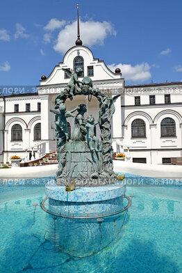Скульптурная группа фонтана на территории  храма Веры, Надежды, Любови и матери их Софии. Багратионовск, Калининградская область