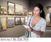 Portrait of woman in gallery. Стоковое фото, фотограф Яков Филимонов / Фотобанк Лори
