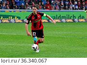 Nicolas Höfler (Freiburg) mit Ball - 1. BL: 16-17 - 32. Spieltag - ... Стоковое фото, фотограф Zoonar.com/Joachim Hahne / age Fotostock / Фотобанк Лори