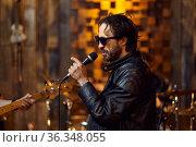 Male singer in sunglasses, rock band. Стоковое фото, фотограф Tryapitsyn Sergiy / Фотобанк Лори