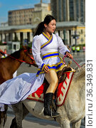 Junges Mädchen als Reiterin am Festival der mongolischen Nationaltracht... Стоковое фото, фотограф Zoonar.com/Pant / age Fotostock / Фотобанк Лори