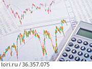 Grafiken zeigen stark schwankende Aktienkurse. Стоковое фото, фотограф Zoonar.com/ironjohn / easy Fotostock / Фотобанк Лори