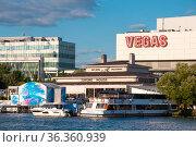 Krasnogorsk, Russia - July 22. 2021. View of Shopping center Vegas Crocus City and yacht Club (2000 год). Редакционное фото, фотограф Володина Ольга / Фотобанк Лори