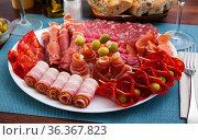 Spanish meat antipasto platter. Стоковое фото, фотограф Яков Филимонов / Фотобанк Лори