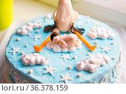 Bright blue baptismal cake with baby and stork, close-up. Стоковое фото, фотограф Zoonar.com/Sergiy Artsaba / easy Fotostock / Фотобанк Лори