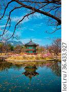 Hyangwonjeong Pavilion in Gyeongbokgung Palace, Seoul, South Korea. Стоковое фото, фотограф Zoonar.com/Dmitry Rukhlenko / easy Fotostock / Фотобанк Лори
