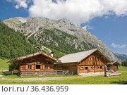 Idyllische Hütten auf dem Almboden der Eng imHerzen des Karwendelgebirges... Стоковое фото, фотограф Zoonar.com/Christa Eder / easy Fotostock / Фотобанк Лори