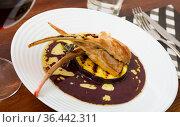 Baked lamb ribs with golden crust. Стоковое фото, фотограф Яков Филимонов / Фотобанк Лори