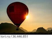 Hot air balloon flying in Vang Vieng, Vientiane Province, Laos. Vang... Стоковое фото, фотограф Zoonar.com/Don Mammoser / easy Fotostock / Фотобанк Лори